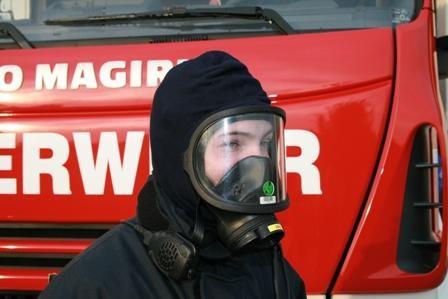 Maske mit Flammschutzhaube
