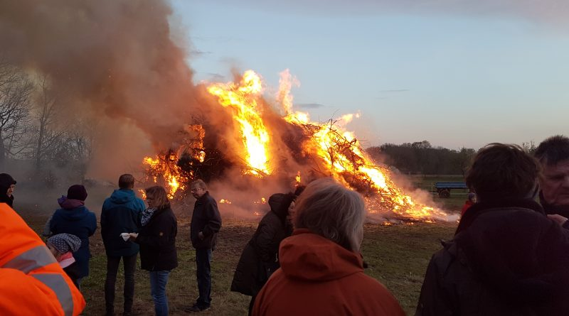 Osterfeuer in Clenze
