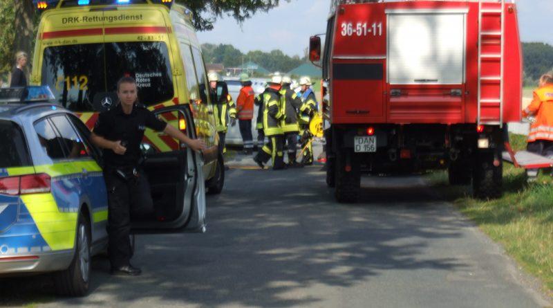 Verkehrsunfall, 1 Person eingeklemmt.